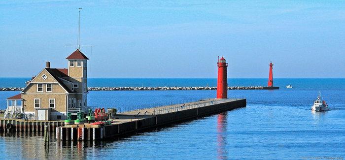 Muskegon Pier Lighthouse
